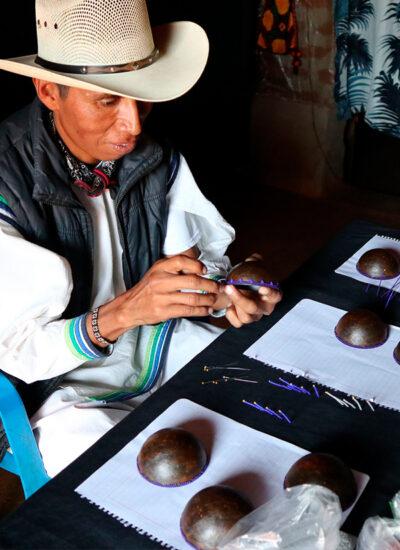 tekiti_experiencias_mexicanas_artesanias_mexico_colaboraciones_tapones_clase_azul_02